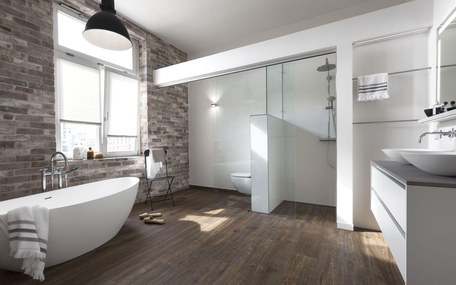 ... Das Badezimmer Nutzen. Entsprechend Sollte Der Stil Des Neuen Bades  Allen Geschmäckern Bestmöglich Gerecht Werden. Das Resultat:  Minimalistische Formen ...