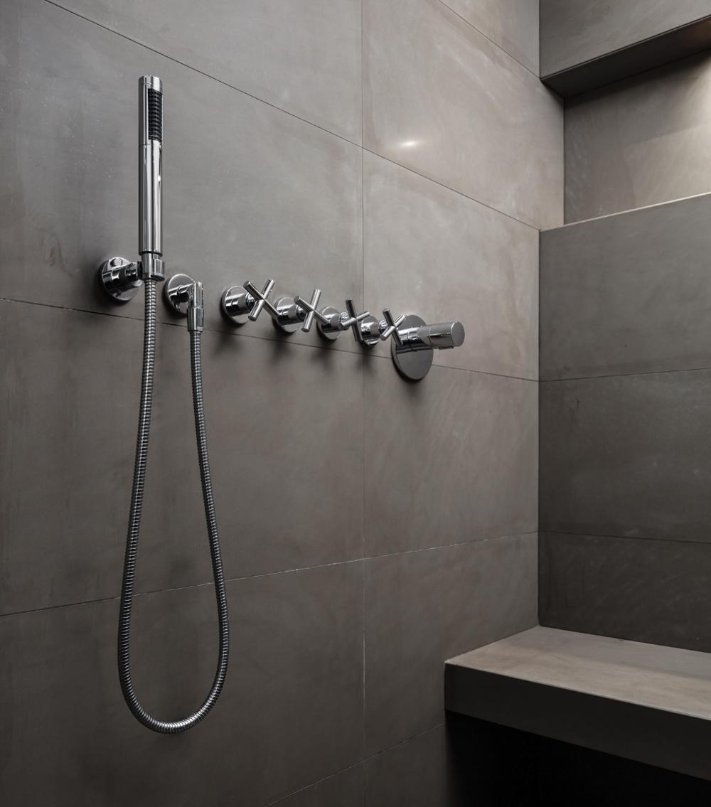 spiegel als blickfang im bad kirchg ssner bad heizung. Black Bedroom Furniture Sets. Home Design Ideas