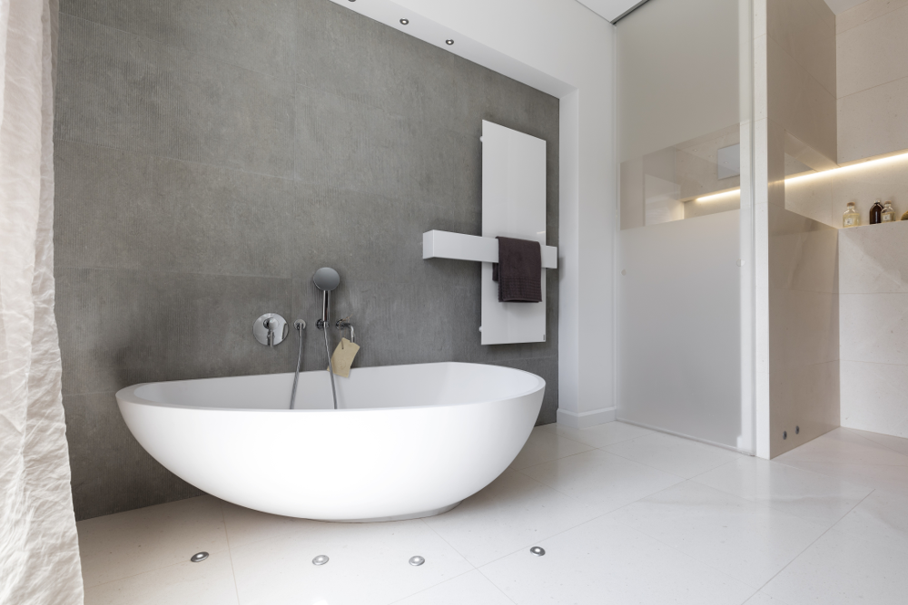 spiegel als blickfang im bad kirchg ssner freudenberg bei miltenberg und wertheim. Black Bedroom Furniture Sets. Home Design Ideas